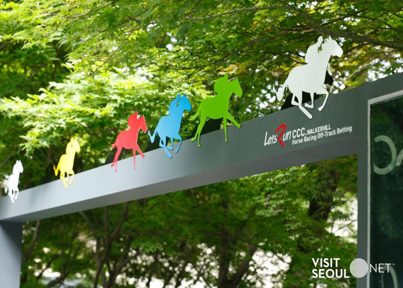Horse racing signboard(Let's Run Cultural Sympathy Center)