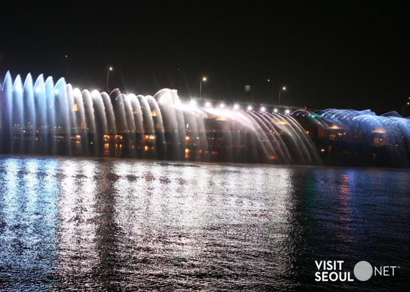 Banpodaegyo Bridge Moonlight Rainbow Fountain _3