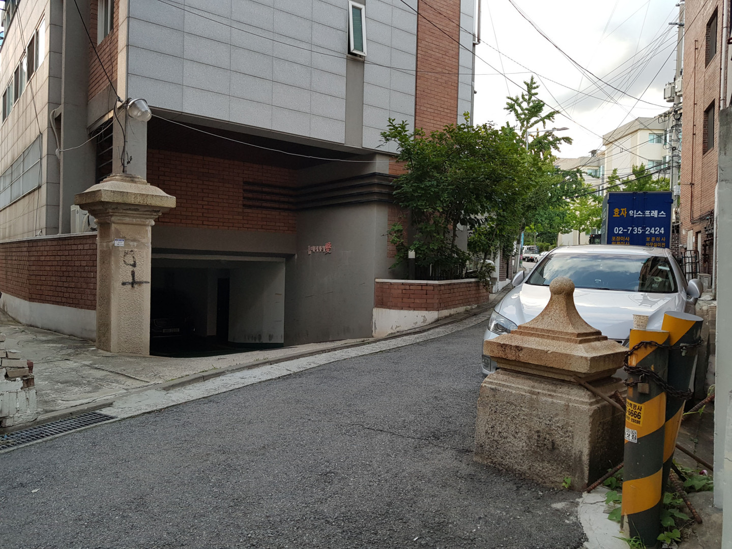 Yun Deok-yeong's House (Byuksusanjang) in a quiet side street on an overcast day