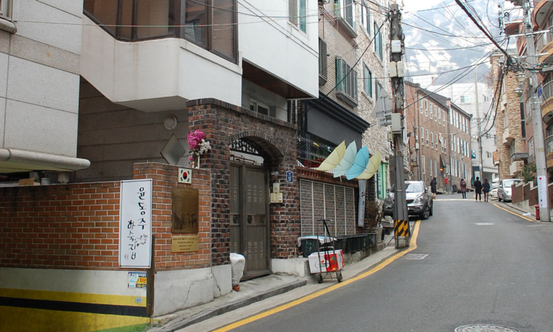 Yun Dong-ju's Boarding House from the narrow side street out front looking at the entrance