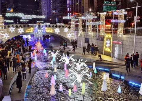 Natal di Korea Selatan adalah Pil KB, Kondom, Pakaian Minim, dan Pesan Motel